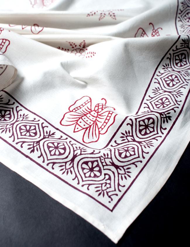 〔約110cm×110cm〕ウッドブロックのスクエア型テーブルクロス - 白 蝶々柄 3 - フチはこのようになっております