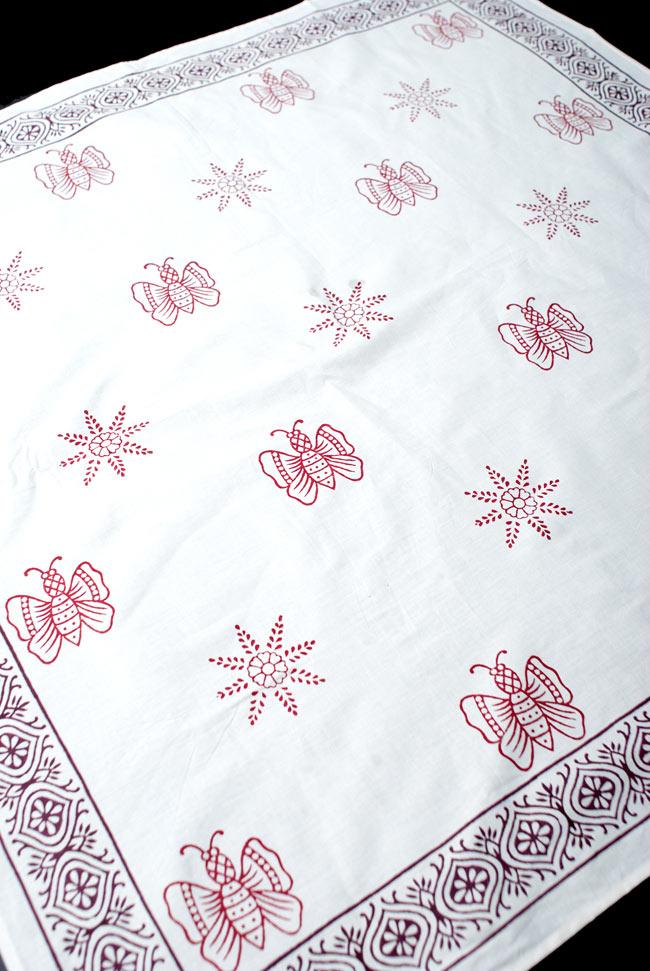 〔約110cm×110cm〕ウッドブロックのスクエア型テーブルクロス - 白 蝶々柄の写真