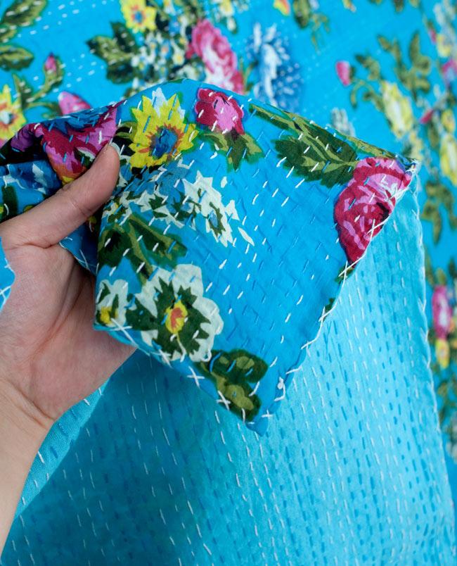 〔約150cm×224cm〕ラリーキルト 手作りカンタ刺繍のソファー&ベッドカバー - 水色 4 - 柔らかく厚みがあり、肌触りも良いコットンなのでしっかりと長く使えそうです。