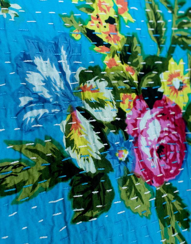〔約150cm×224cm〕ラリーキルト 手作りカンタ刺繍のソファー&ベッドカバー - 水色 5 - 拡大写真です。