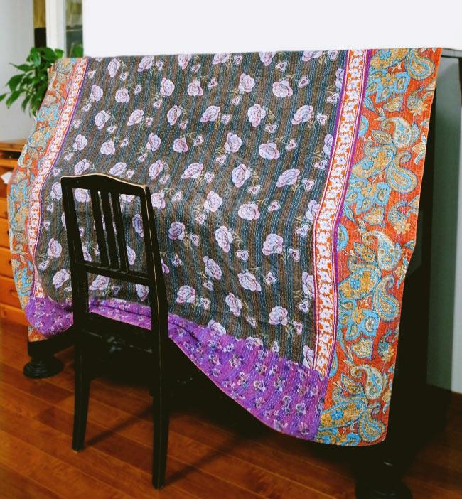 〔約150cm×224cm〕ラリーキルト 手作りカンタ刺繍のソファー&ベッドカバー - 水色 8 - その他、テーブルカバーやピアノカバーなどなど、アイデア次第で幅広い用途へお使いいただけます。