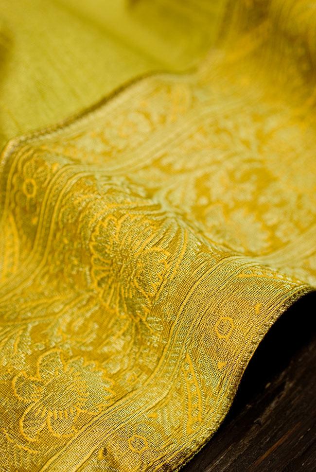 〔約105cm×105cm〕インドの金糸入りテーブルカバー オリーブの写真3 - 縁の部分の装飾が美しいです。