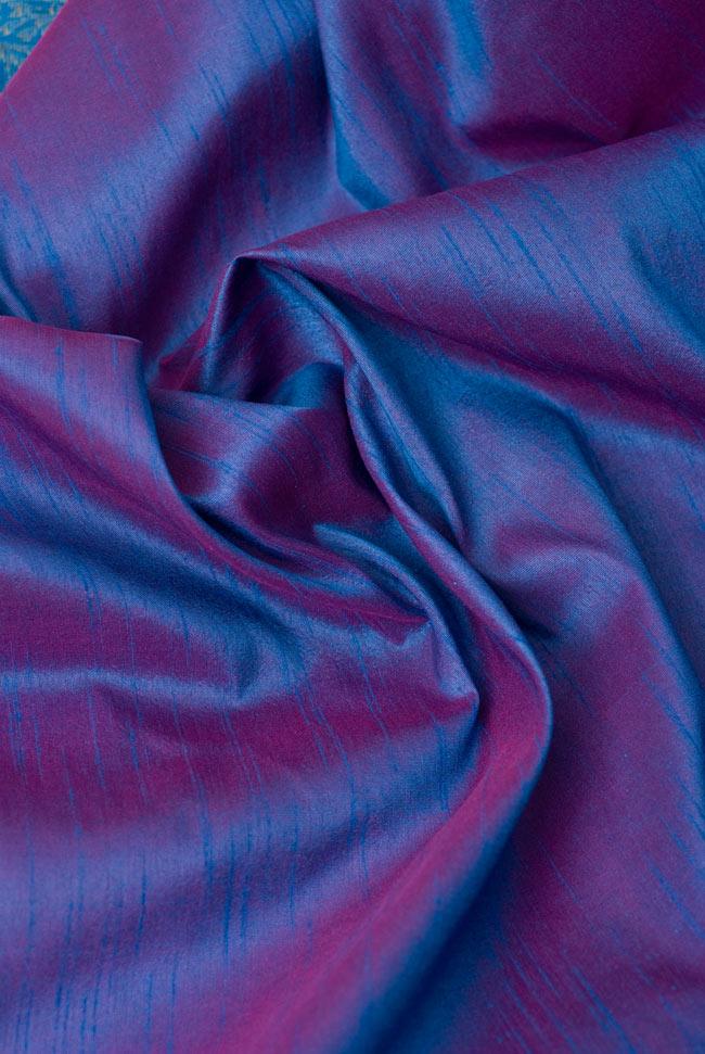 〔約105cm×105cm〕インドの金糸入りテーブルカバー ブルーパープルの写真5 - 光沢感のある美しい布が使われています。