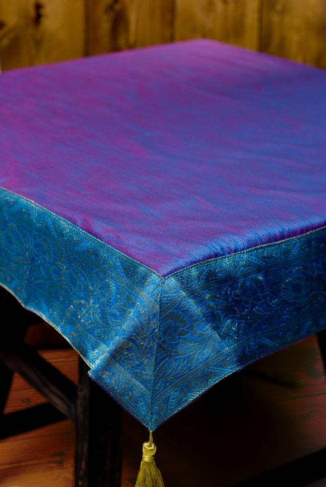 〔約105cm×105cm〕インドの金糸入りテーブルカバー ブルーパープルの写真