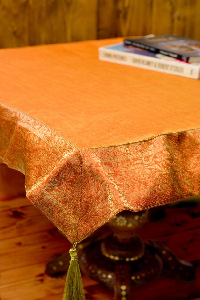 〔約105cm×105cm〕インドの金糸入りテーブルカバー オレンジの写真