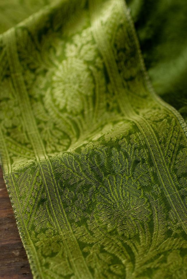 〔約105cm×105cm〕インドの金糸入りテーブルカバー グリーンの写真3 - 縁の部分の装飾が美しいです。