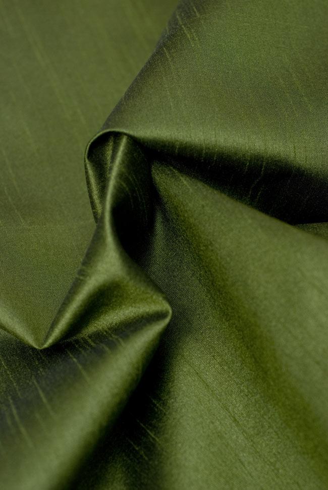 〔約105cm×105cm〕インドの金糸入りテーブルカバー グリーンの写真5 - 光沢感のある美しい布が使われています。
