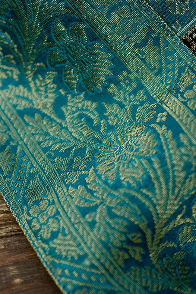 〔約105cm×105cm〕インドの金糸入りテーブルカバー エメラルド×マルチカラーの写真3 - 縁の部分の装飾が美しいです。