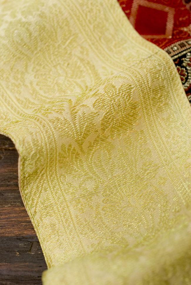 〔約105cm×105cm〕インドの金糸入りテーブルカバー - ベージュ×マルチカラー 3 - 縁の部分の装飾が美しいです。