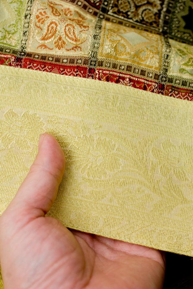 〔約105cm×105cm〕インドの金糸入りテーブルカバー - ベージュ×マルチカラー 6 - ふちの部分は堅さとしなやかさのあるがあり丈夫です。