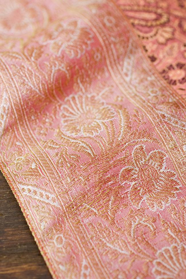 〔約105cm×105cm〕インドの金糸入りテーブルカバー パールピンク×ペイズリーの写真3 - 縁の部分の装飾が美しいです。