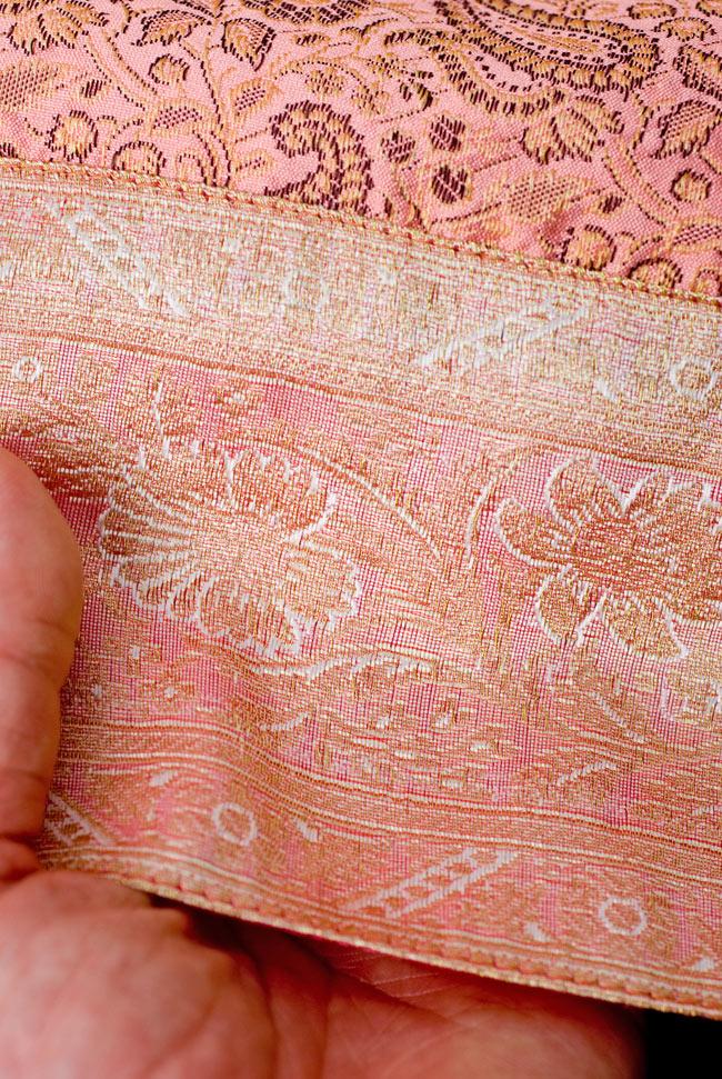 〔約105cm×105cm〕インドの金糸入りテーブルカバー パールピンク×ペイズリーの写真6 - ふちの部分は堅さとしなやかさのあるがあり丈夫です。