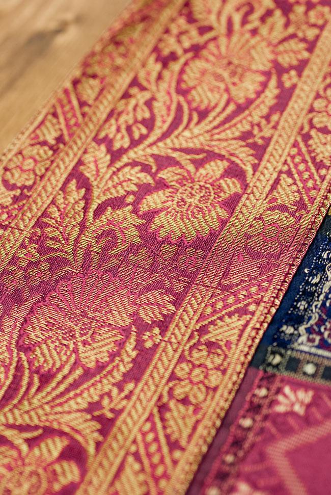 〔約180cm×40cm〕インドの金糸入りテーブルランナー 赤紫×マルチカラーの写真3 - 縁の部分の装飾が美しいです。