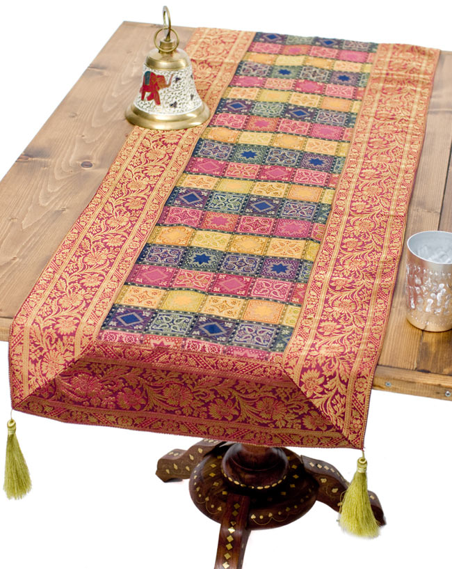 〔約180cm×40cm〕インドの金糸入りテーブルランナー 赤紫×マルチカラーの写真