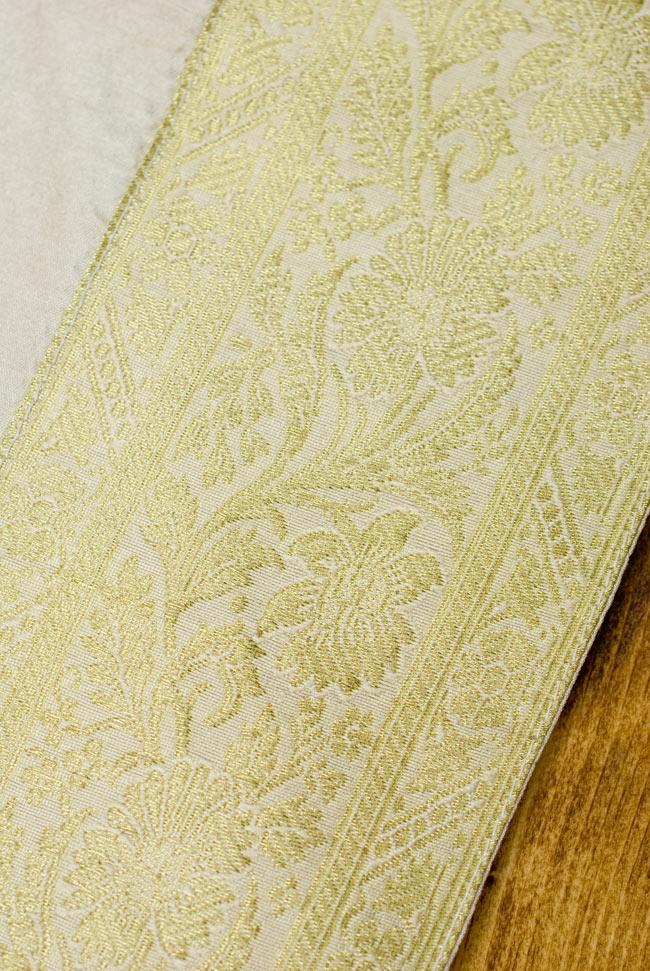 〔約140cm×50cm〕インドの金糸入りテーブルランナー ベージュホワイトの写真3 - 縁の部分の装飾が美しいです。