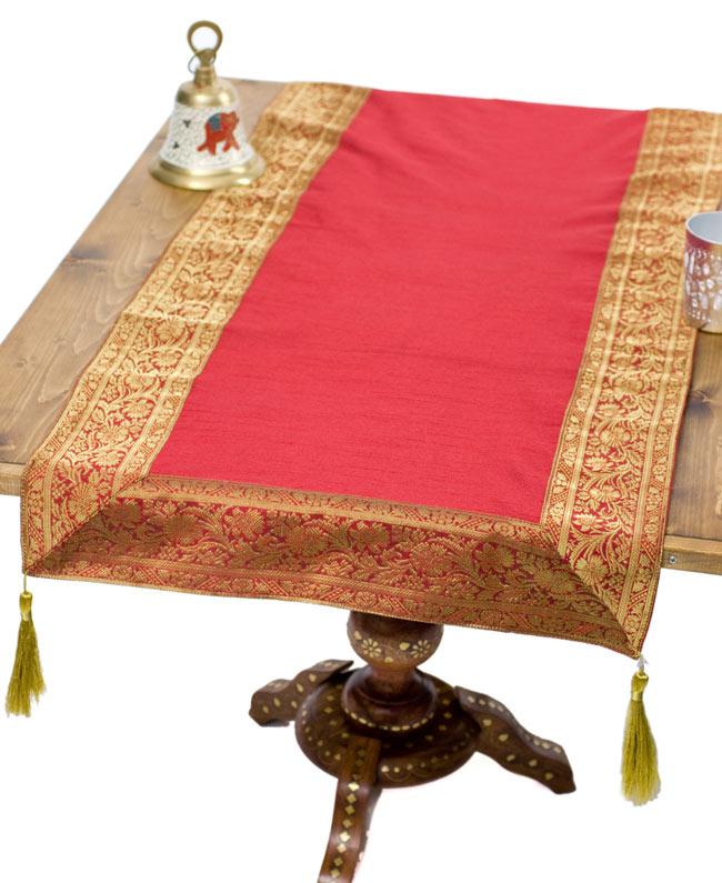 〔約140cm×50cm〕インドの金糸入りテーブルランナー レッドの写真
