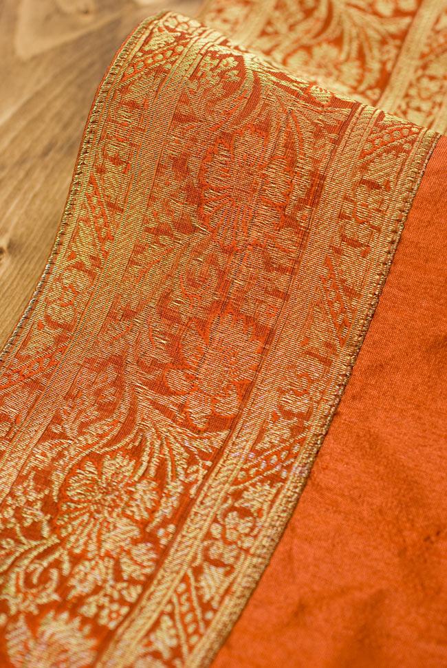 〔約140cm×50cm〕インドの金糸入りテーブルランナー オレンジの写真3 - 縁の部分の装飾が美しいです。