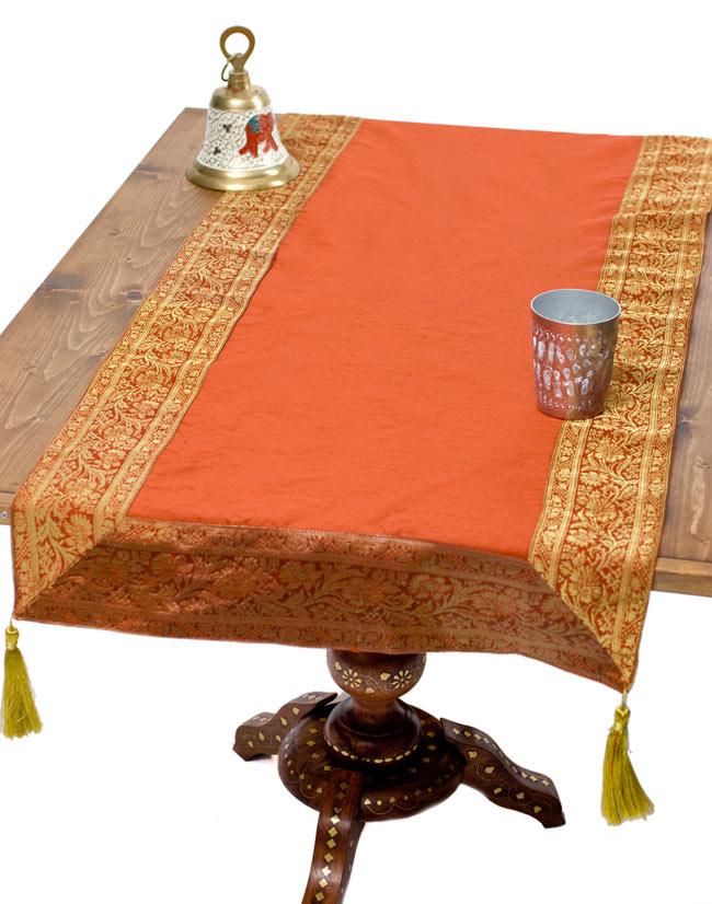 〔約140cm×50cm〕インドの金糸入りテーブルランナー オレンジの写真