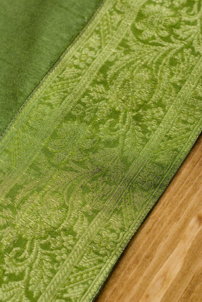 〔約140cm×50cm〕インドの金糸入りテーブルランナー グリーンの写真3 - 縁の部分の装飾が美しいです。