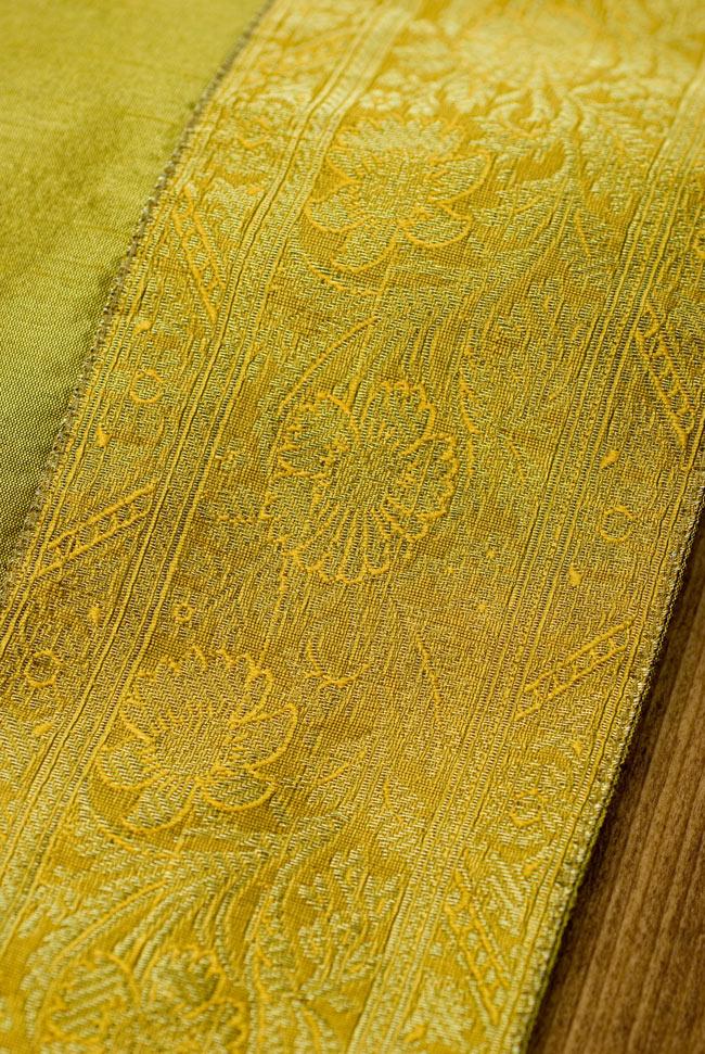 〔約140cm×50cm〕インドの金糸入りテーブルランナー オリーブの写真3 - 縁の部分の装飾が美しいです。