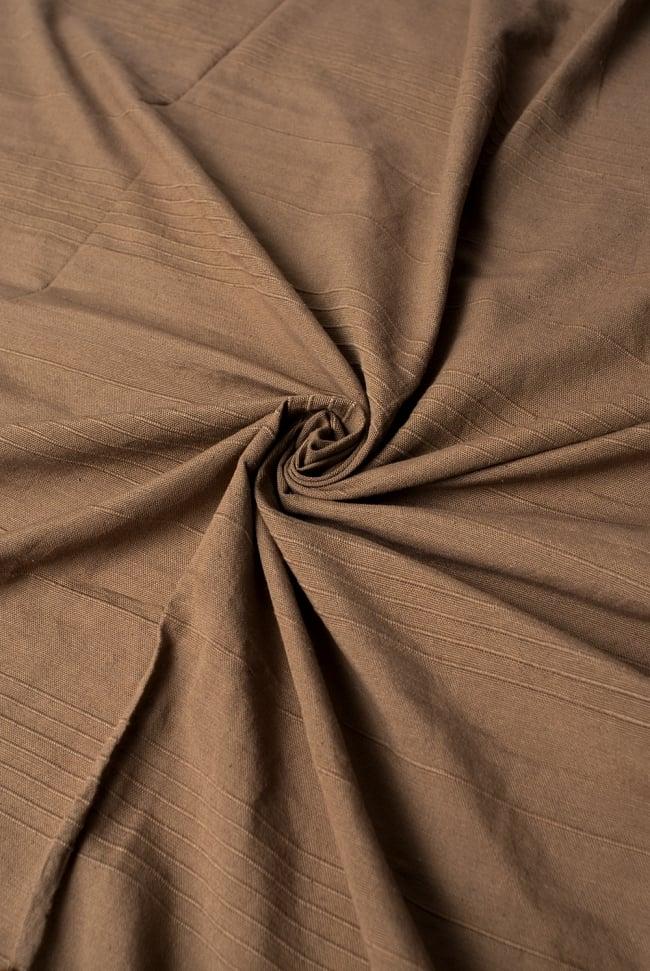 〔235cm×150cm〕カディコットン風マルチクロス - モノカラー ブラウンの写真3 - インド現地でつくられています。どこか素朴さを感じる素敵な生地です。