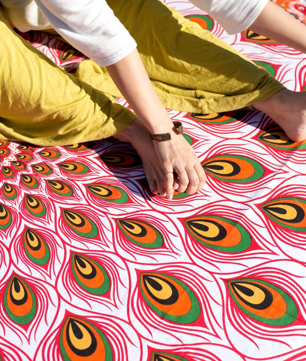 マンダラ柄ラウンドブランケット レジャーシート&ソファーカバー・テーブルクロス【約190cm】 4 - 拡大写真です