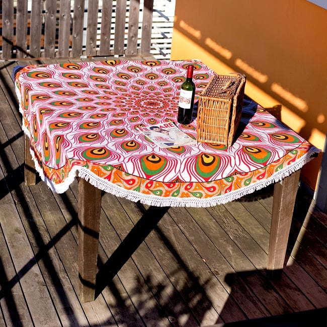 マンダラ柄ラウンドブランケット レジャーシート&ソファーカバー・テーブルクロス【約190cm】 8 - テーブルクロスとしても素敵です