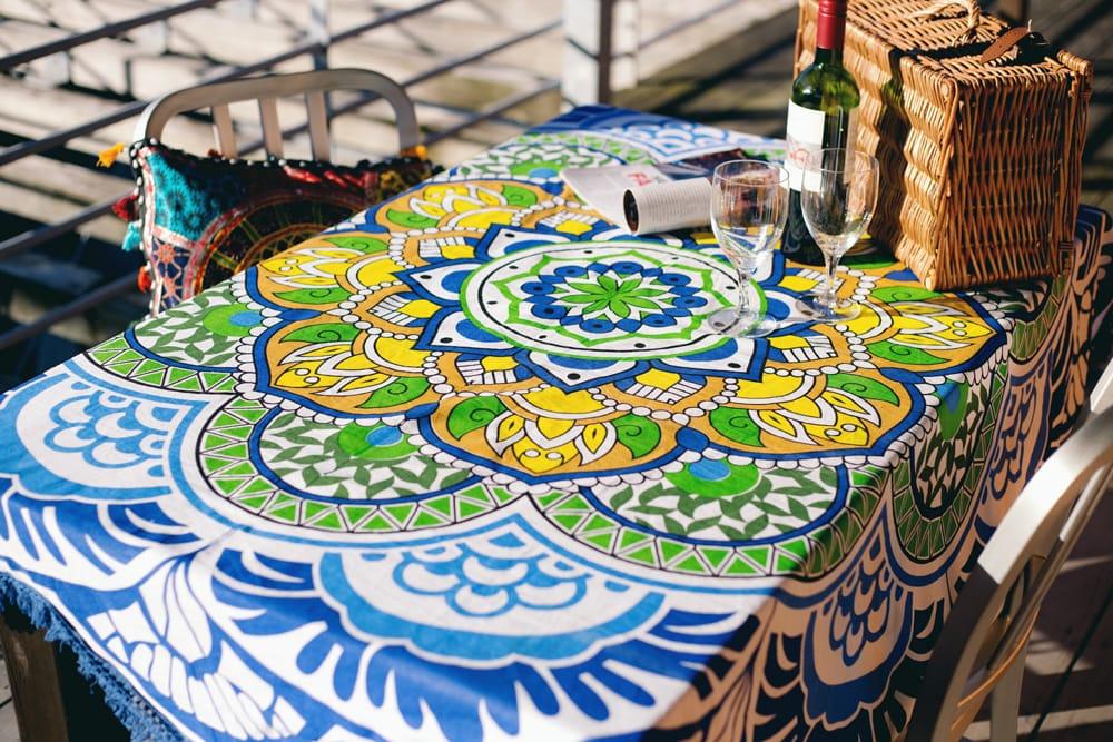 マンダラ柄ラウンドブランケット レジャーシート&ソファーカバー・テーブルクロス【約170cm】 3 - とても華やかな雰囲気になります