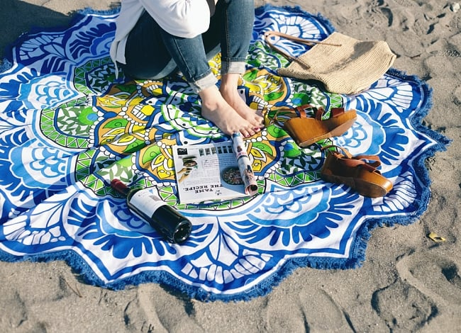 マンダラ柄ラウンドブランケット レジャーシート&ソファーカバー・テーブルクロス【約170cm】の写真6 - ビーチや芝生などの上に敷けばリラックス空間が広がります