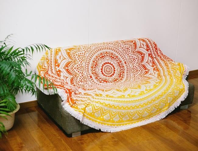 マンダラ柄ラウンドブランケット レジャーシート&ソファーカバー・テーブルクロス【約170cm】の写真10 - ソーファーカバーとしても素敵です