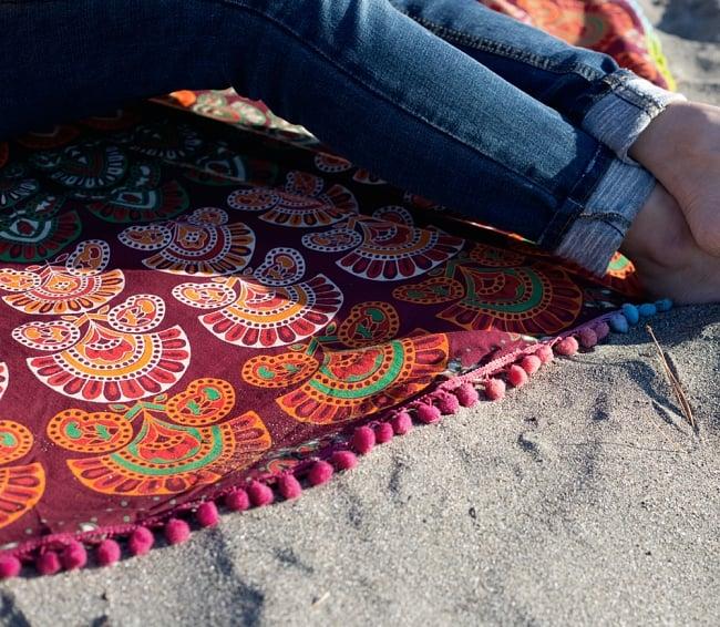マンダラ柄ラウンドブランケット レジャーシート&ソファーカバー・テーブルクロス【約150cm】の写真7 - 織り目の細かいインド綿なので、プリントも迫力があり、砂浜に敷いても砂が落ちやすいです