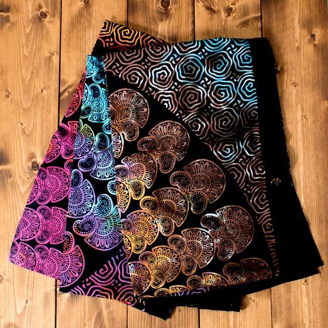 マルチクロス - ホーリーカラーマンダラ【約195cm×約134cm】の写真8 - 色鮮やかな染色の都合上、このようにそれぞれ色合いが異なっております。