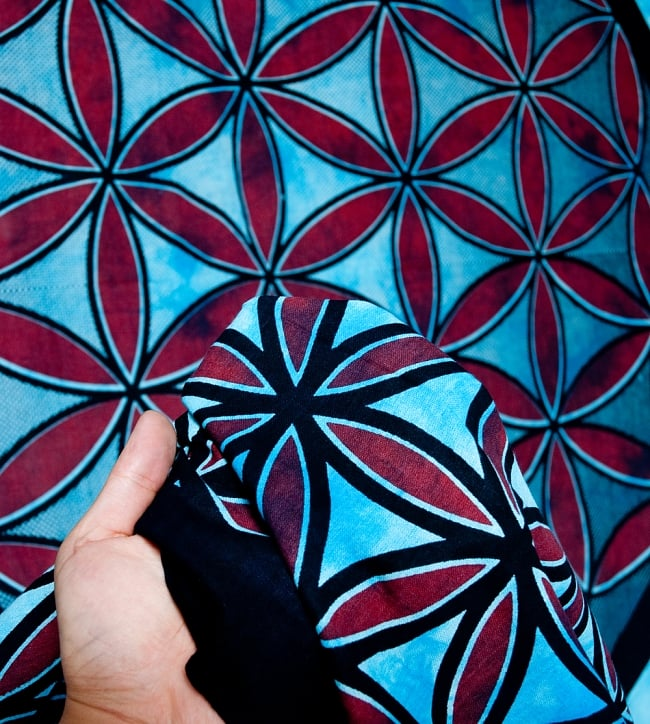 マルチクロス - 生命の花 フラワー・オブ・ライフ【約226cm×約210cm】 5 - 生地の拡大写真です。質感、雰囲気のある生地です。