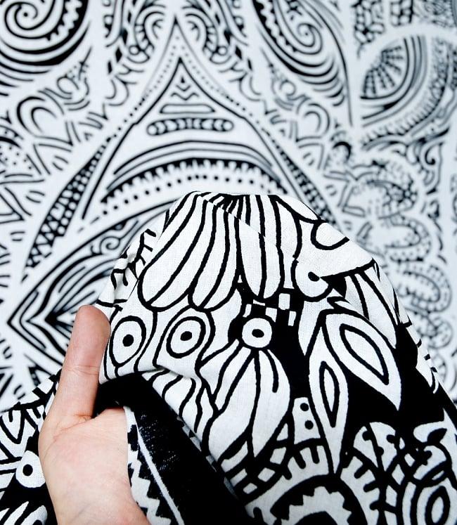 マルチクロス - ファーティマの手 ハムサ【約220cm×約205cm】 5 - 生地の拡大写真です。質感、雰囲気のある生地です。