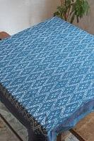 [約106cm x 約105cm]木版染め インド綿テーブルクロス  - オルテガ柄 ネイビー