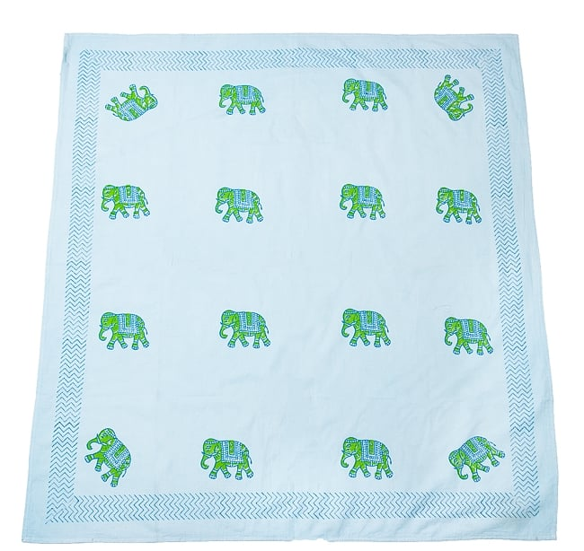 [約110cm x 約104cm]木版染め インド綿テーブルクロス  - 象さん 水色 3 - ほぼ正方形の形をしています。