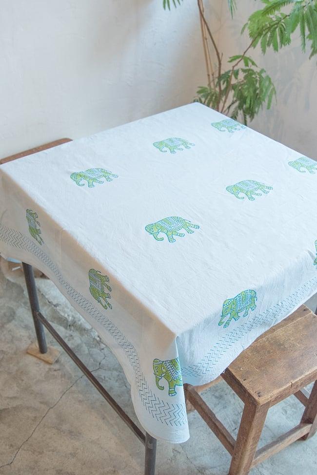 [約110cm x 約104cm]木版染め インド綿テーブルクロス  - 象さん 水色の写真