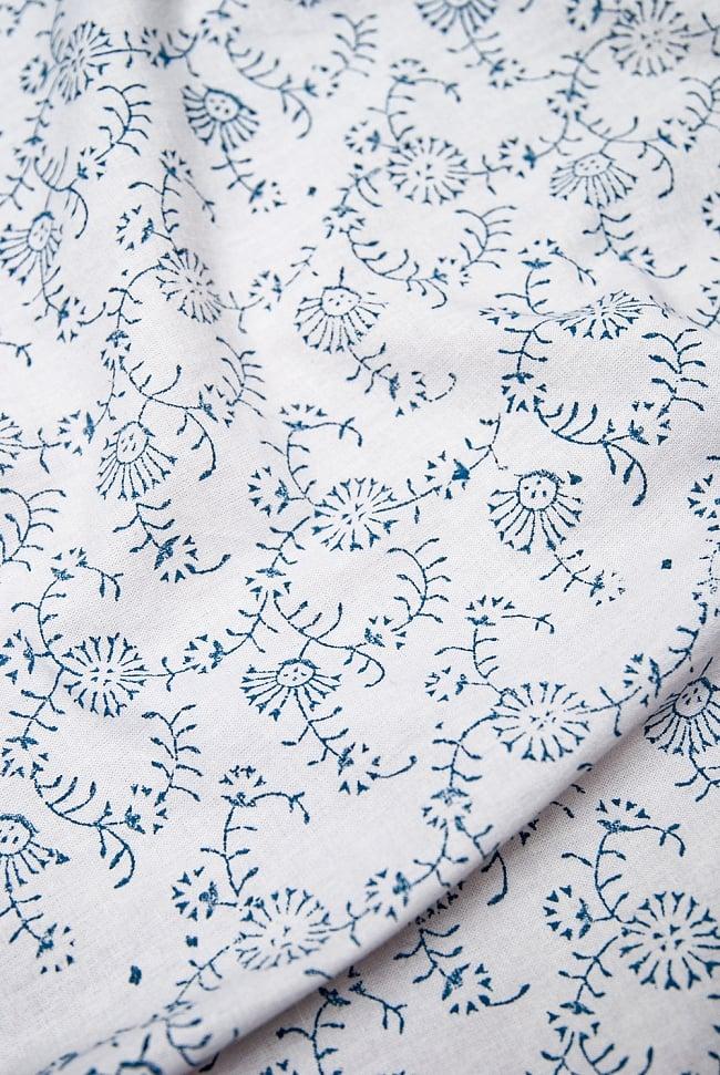 [約110cm x 約104cm]木版染め インド綿テーブルクロス  - 唐草の写真5 -