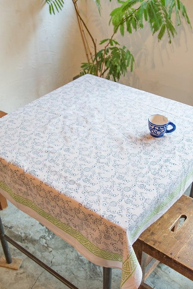 [約110cm x 約104cm]木版染め インド綿テーブルクロス  - 唐草の写真
