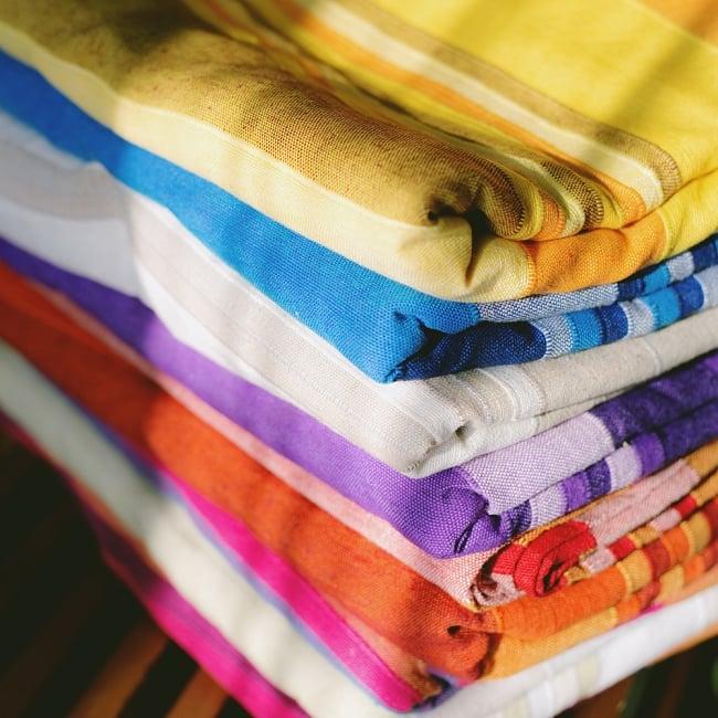 〔260cm×215cm〕カディコットン風マルチクロス - 紫・オレンジ・ピンク系の写真6 - 色んな色の布を重ねてみたところです。素敵な風合いです。