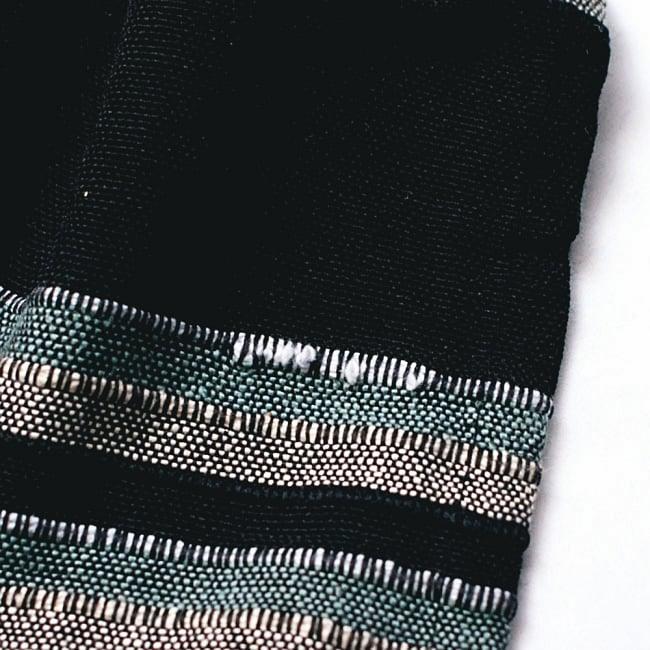 〔260cm×215cm〕カディコットン風マルチクロス - 紫・オレンジ・ピンク系の写真8 - こちらの布はインドでハンドメイドされたやさしい風合いが魅力なのですが、現代的な工場でつくられる製品と比べると、このようなホツレや織りキズが若干ある場合がございます。製品の特性としてご了承いただけますと幸いです。