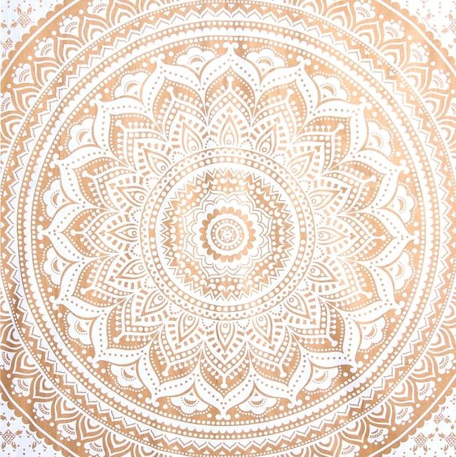 マルチクロス  ホワイト&ゴールドラメマンダラ〔約206cm×約132cm〕 2 - 中心部分の拡大写真です。とても迫力があるデザインです。