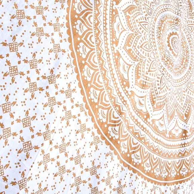 マルチクロス  ホワイト&ゴールドラメマンダラ〔約206cm×約132cm〕 4 - 斜めに撮ってみたところです