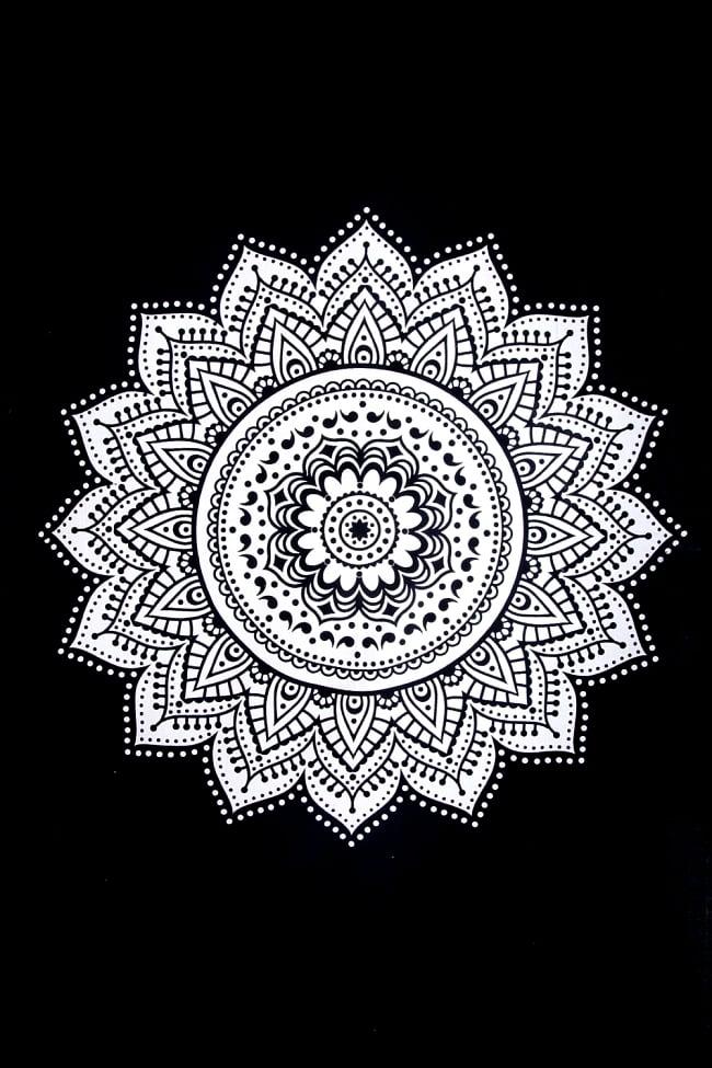 マルチクロス - モノトーンフラワーマンダラ〔約196cm×約133cm〕の写真