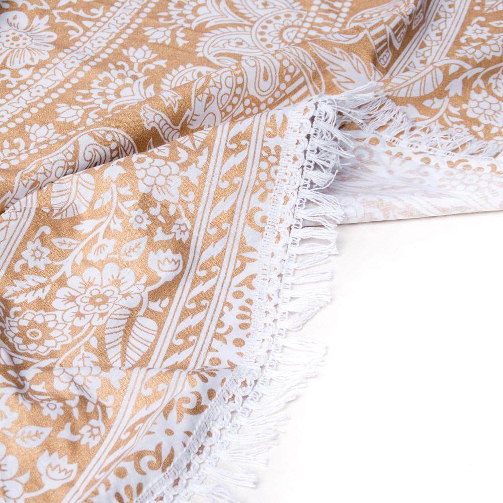 ホワイト&ゴールドラメマンダラ柄ラウンドブランケット レジャーシート&ソファーカバー・テーブルクロス【約190cm】 5 - 引き込まれるようなデザインが魅力
