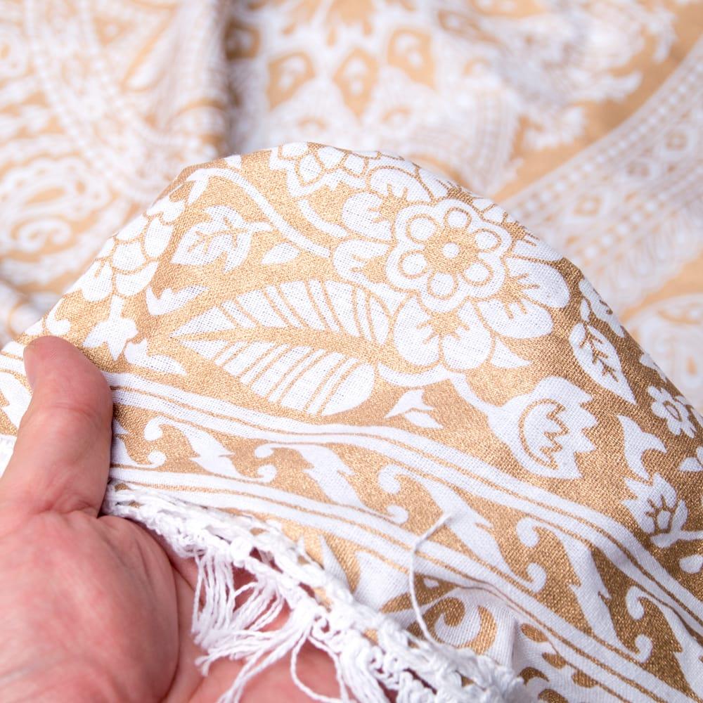 ホワイト&ゴールドラメマンダラ柄ラウンドブランケット レジャーシート&ソファーカバー・テーブルクロス【約190cm】 8 - 生地の拡大写真です