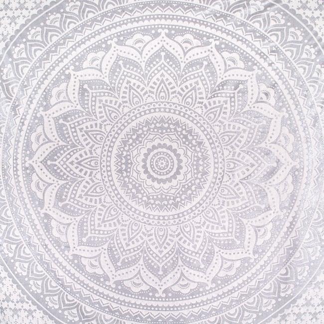マルチクロス  シルバー&ゴールドラメマンダラ〔225cm×202cm〕 2 - 中心部分の拡大写真です。とても迫力があるデザインです。