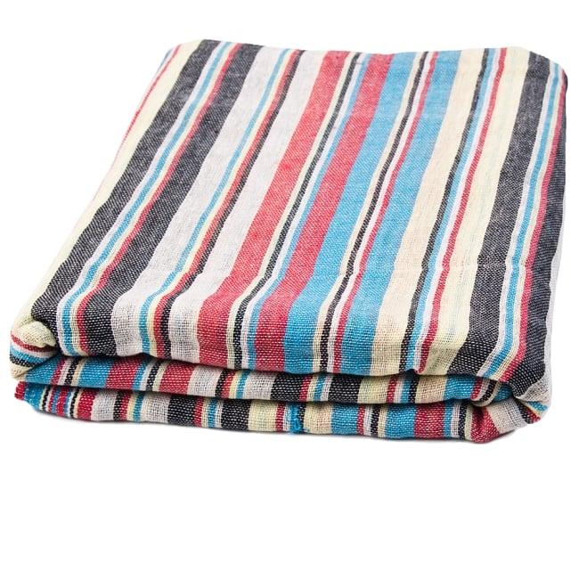 〔225cm×150cm〕柔らか手触りのイタワ織りマルチクロス - ブルー×レッド×イエロー 5 - たたむとふんわりボリューミーです。空気を含んで温かいです。