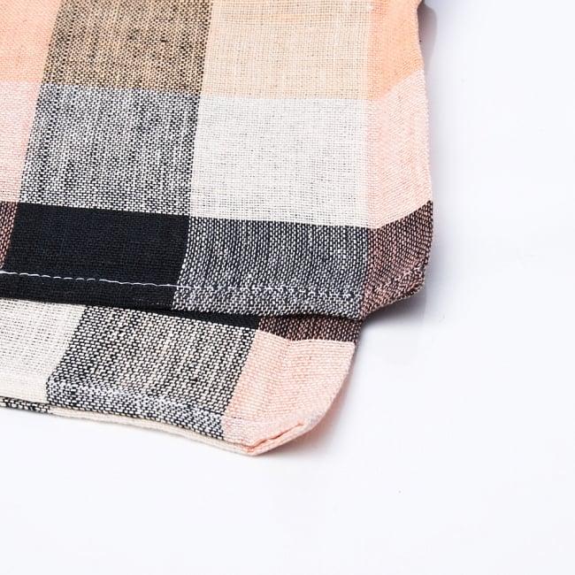 〔225cm×150cm〕柔らか手触りのイタワ織りマルチクロス - ブラック×ベージュ 2 - 縁の部分の拡大写真です。ほつれないように折り返し裁縫されています。