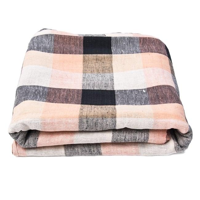 〔225cm×150cm〕柔らか手触りのイタワ織りマルチクロス - ブラック×ベージュ 5 - たたむとふんわりボリューミーです。空気を含んで温かいです。
